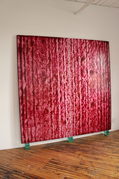 248 Barniz, pigmento de óleo y polvo de aluminio sobre plancha de aislación, vidrios. 259 x 244 x 15 cm. 2015 - 248 Varnish, oil pigment and aluminum powder on insulation plates, glass. 259 x 244 x 15 cm. 2015 –––––––––––––––––––––––––––––––––––––––––––––––––––––––––––––––––––––––